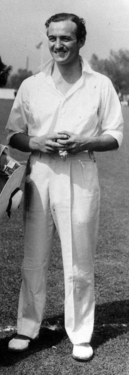 DAVID NIVEN in 1930s-40s cricket outfit.