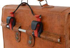 Mit Gusti Leder auf dem Fahrrad unterwegs. Diese praktische Tasche ist 37 cm breit, 29 cm hoch und 9 cm tief (Außenmaße) - Fahrradtasche - Ledertasche - Gusti Leder - U19b
