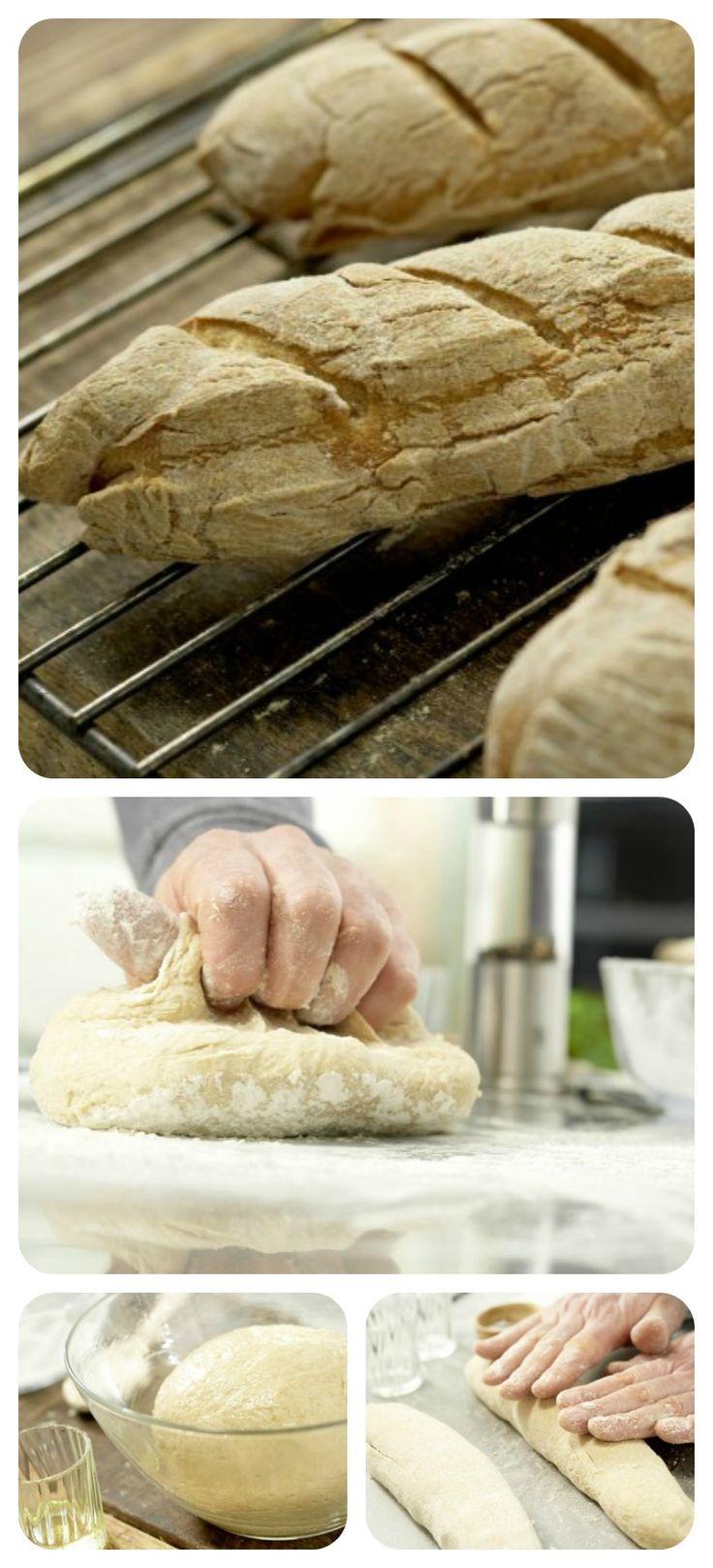Die Teigstücke werden durch leichtes, gleichzeitiges Drücken und Rollen in Baguette-Stangenform gebracht: Baguette mit Vollkornmehl | http://eatsmarter.de/rezepte/baguette