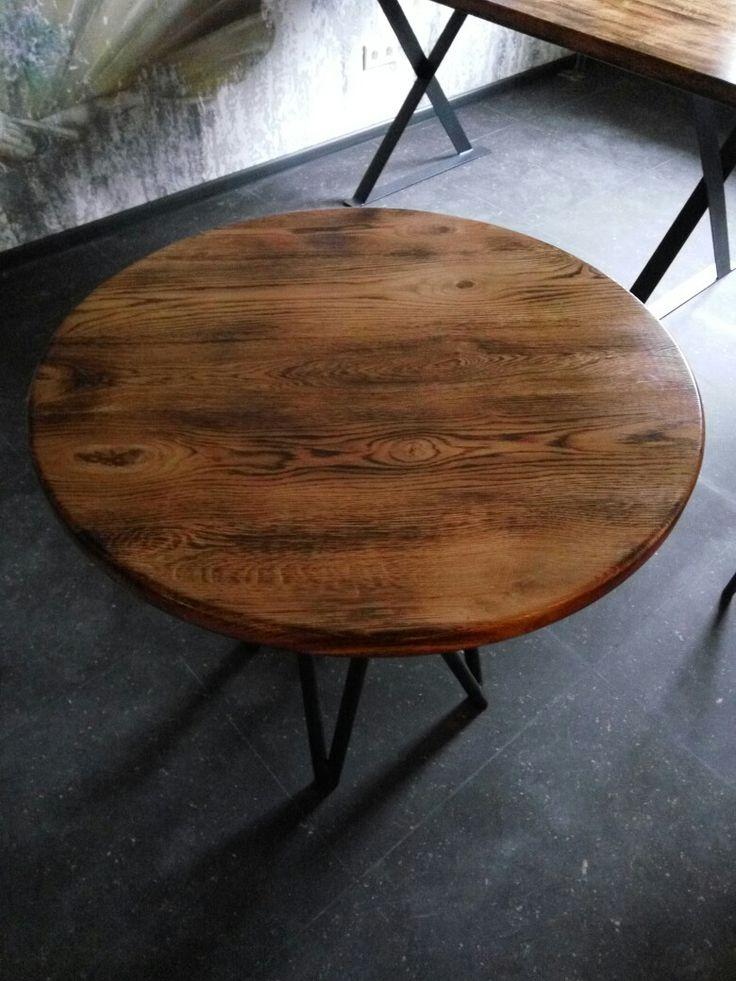 Дубовый стол.