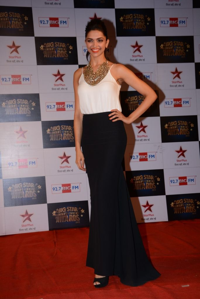 Deepika Padukone looking smashing as always on the red carpet at the Big Star Entertainment Awards. #Fashion #Style #Bollywood #Beauty