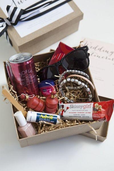 Remerciez vos témoins en leur offrant un kit du parfait témoin pour votre mariage. Ils apprécieront ce cadeau croyez-nous.