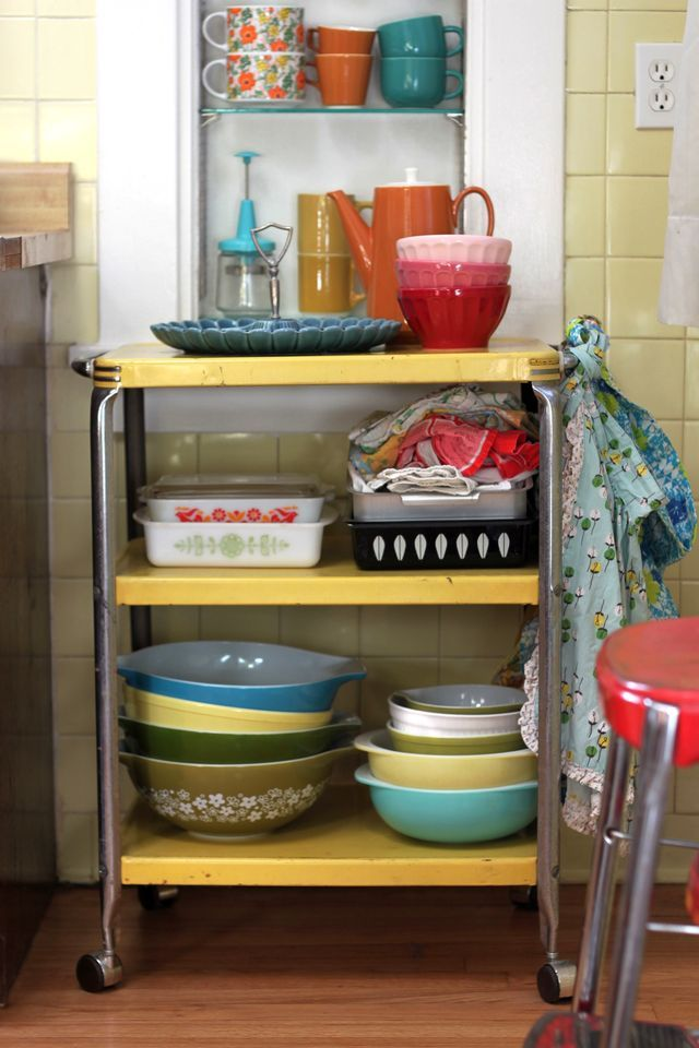 Display your pretty kitchenware on a utility cart. #kitchen #pyrex #collection