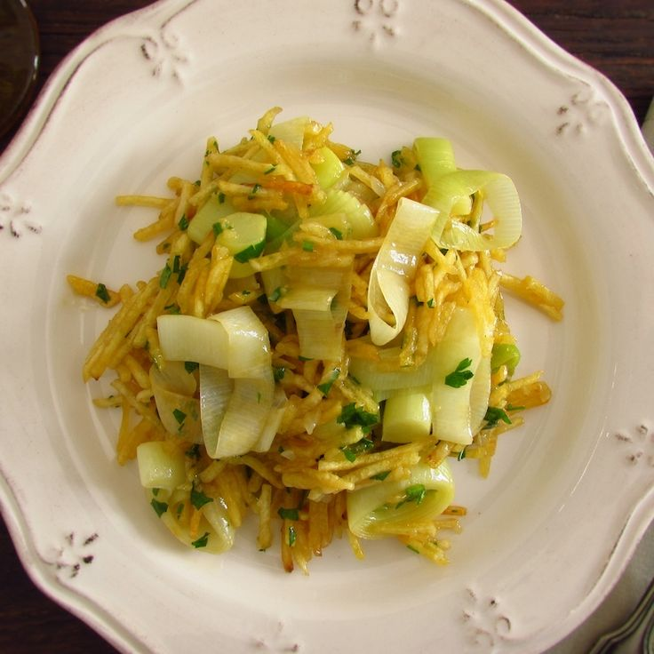 Leek 'à Brás' | Food From Portugal. Do not have much time and want to prepare a quick, tasty and different recipe? Try this leek 'à Brás' recipe, it's very easy to prepare and your family will love it. Bon appetit!!!   http://www.foodfromportugal.com/recipe/leek-bras/
