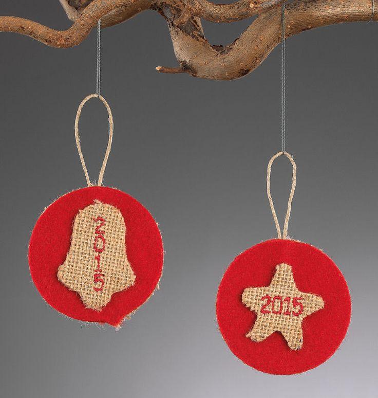 www.mpomponieres.gr Στρογγυλά χριστουγεννιάτικα στολίδια για το δέντρο με αστέρι και καμπάνα και κεντημένο το 2015 από τσόχα και λινάτσα .Η διάσταση του διακοσμητικού είναι 11,5 Χ 6,7 cm . Όλα τα χριστουγεννιάτικα προϊόντα μας είναι χειροποίητα ελληνικής κατασκευής. http://www.mpomponieres.gr/xristougienatika/strogila-xristougeniatika-stolidia-apo-tsoxa.html #burlap #christmas #ornament #felt #χριστουγεννιατικα #στολιδια #stolidia #xristougenniatika