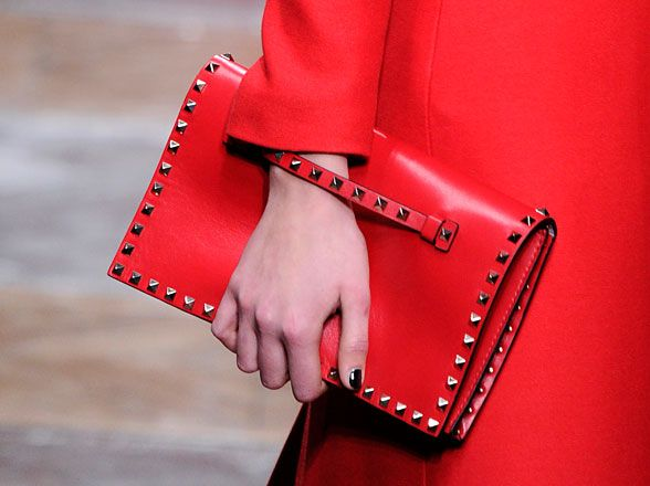 Red studded clutch (Valentino)Clutches Valentino, Clothing Accessories Fashion, Clutches Bags, Fall 2012 Accessories Roundup, Red Clutches, Fall Fashion Trends, Fall Photos, Clutches Pur, Fall Accessories