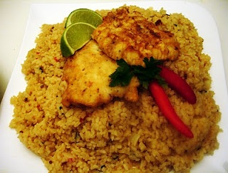 libyan food: Herbed Rice with Coriander Seeds and Fish Fillets in a Cumin Marinade: Ruz Hoot bil Kusbur رز مع السمك