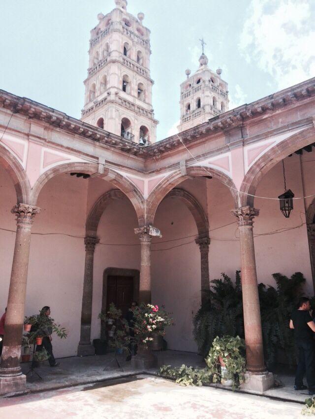 Casona en centro de salvatierra que permite ver desde su interior las torres de la catedral