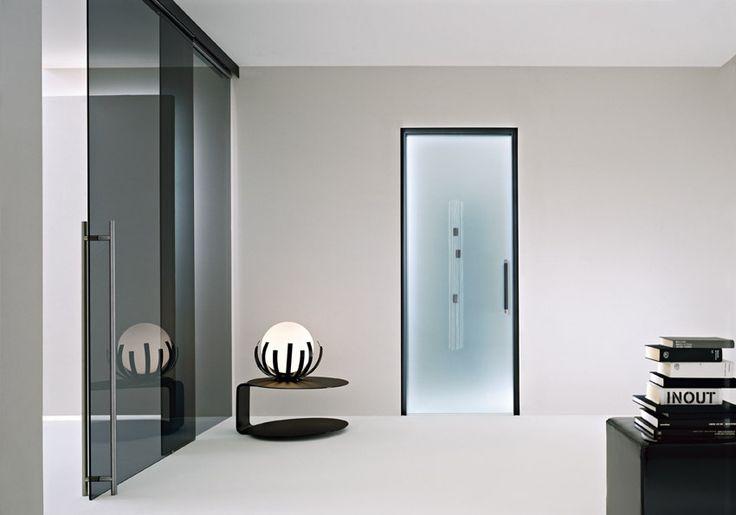 Porta scorrevole a scomparsa vetro satinato decoro in fusione bianco e nero doppio maniglione - Porte scorrevoli con specchio ...