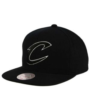 Mitchell & Ness Cleveland Cavaliers Team Snapback Cap - Black Adjustable