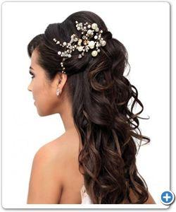 Bruidskapsel voor lang haar met mooi detail. #bruidskapsel, #bruid, #trend