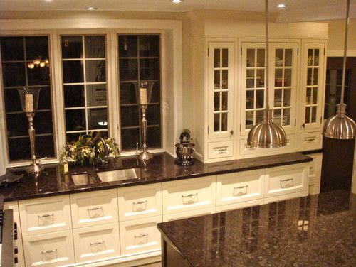 Baltic brown granite with white cabinets kitchen ideas for Brown kitchen cabinets with black granite