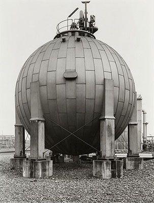 Bernd und Hilla Becher, Gasbehälter, 1983