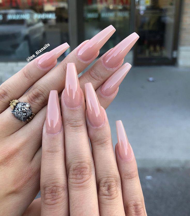 """25 +> """"Ich weiß, jeder wird mich fragen, welche Farbe dies ist, also nenne es Strandbräune."""" – Nails"""