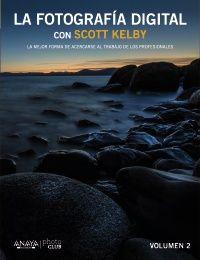 """""""La Fotografía Digital con Scott Kelby. Vol II"""" de SCOTT KELBY. Esta guía trata sobre qué botón presionar, qué valor usar y cuándo hacerlo. Una forma única de acercar la fotografía profesional al aficionado. Aquí están los """"trucos del oficio"""" mejor guardados. Un referente con una mirada hermosa, nítida, y profesional. http://www.photo-club.es/libro.php?id=3274737"""