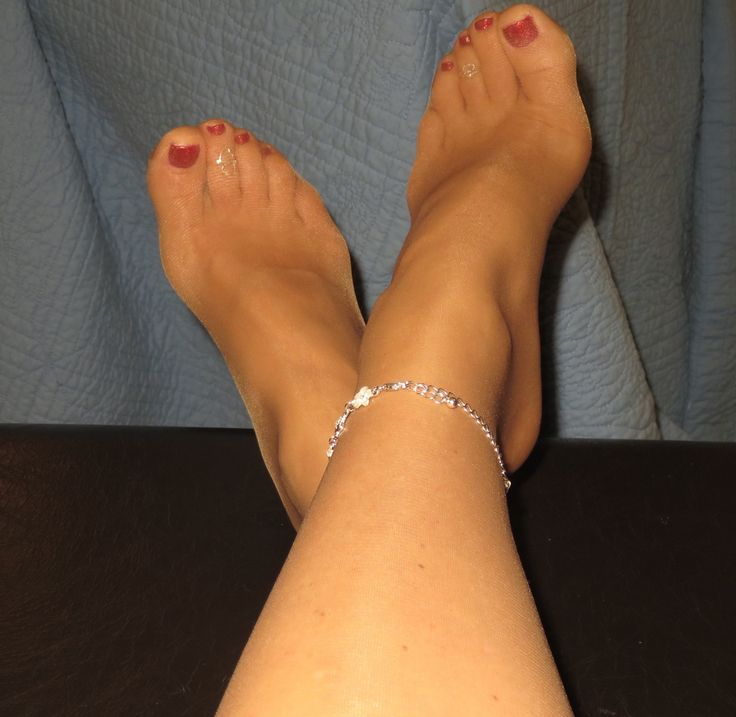 Pretty toes and pantyhose look... fuck that