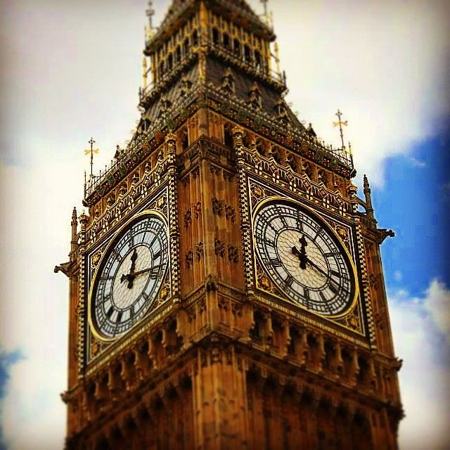 Impressive , it watching us from above. E.M. #london #england #bigben #clock