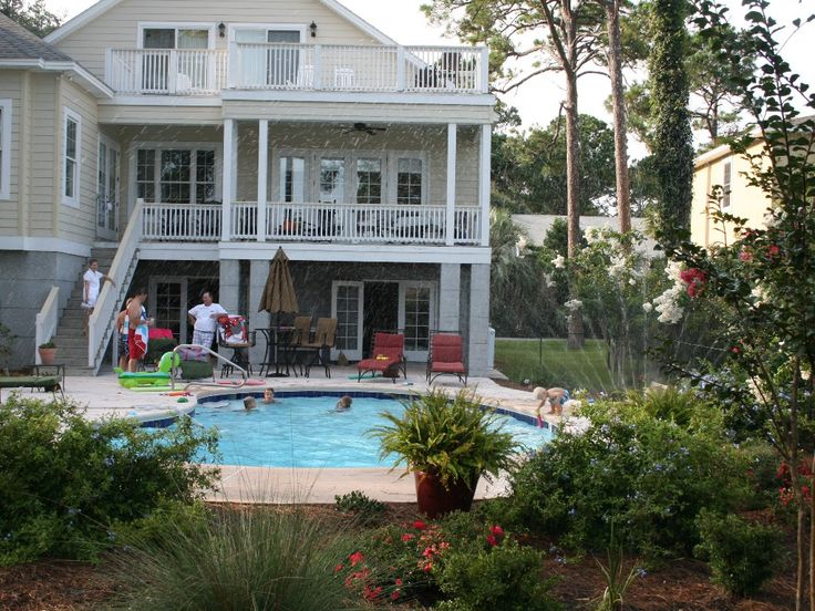 View of the back of the house with private swimming pool - Houses with swimming pools to rent ...