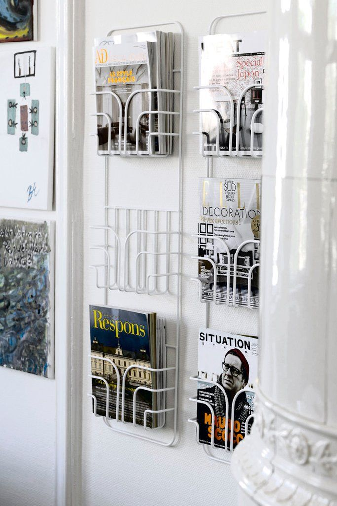 The brilliant design behind the Now shelf makes it the perfect storage for your favorite magazines or cookbooks. The practical solution is perfect for optimizing small spaces.  #mazeinterior #hallway #magazine