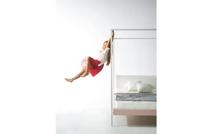 L'infanzia è dondolarsi sul letto