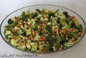 Gün menüsü için hazırladığım salata.. Bir kaç yıl önce tatilde kaldığım hotelde buna benzer bir salata yemiştim ve çok beğenmiştim. Daha ön...