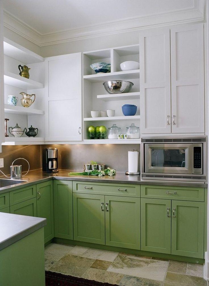Látványos zöld-fehér-rozsdamentes acél konyhabútor nyitott polcokkal