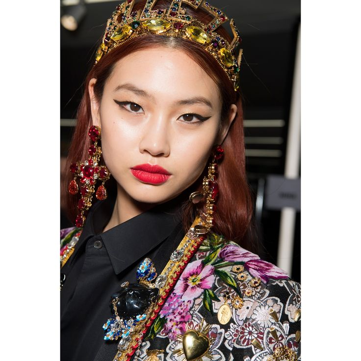 Holographic Lipstick Made a Comeback at Milan Fashion Week