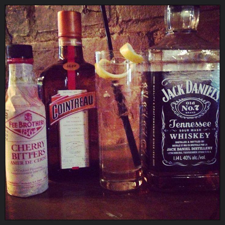 Lynchburg limonade - Bulles, Jack Daniel's, Cointreau, bitter cerise, citron & sucre