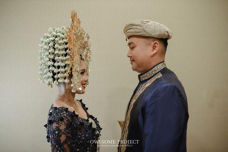 Pernikahan Minang dengan Nuansa Biru dan Gold -