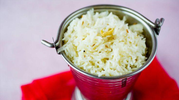 Piff opp basmatirisen med krydder, smør og løk. Ypperlig som tilbehør til indiske retter som tikka masala.