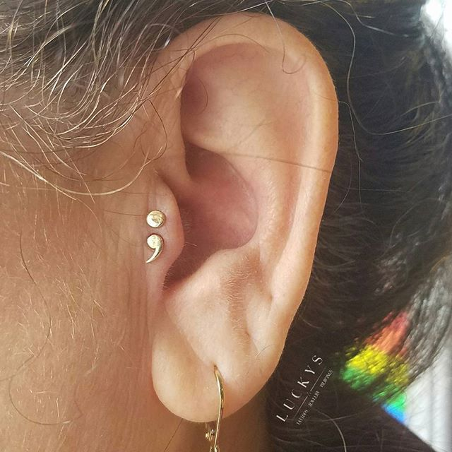 This lovely client had been contemplating a semicolon tattoo, but wasn't sure if a tattoo was the right choice for her. Then she saw this rad semicolon jewelry and had her answer! Double tragus done by @zwpiercing