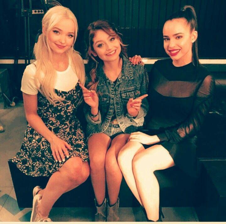 Gracias chicas de dove cameon y Sofia Carson poor acompañarnos