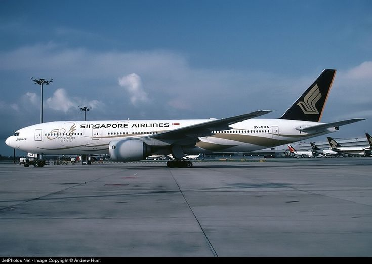 Singapore Airlines (SG) Boeing 777-212(ER) 9V-SQA aircraft, painted in''50th Anniversary 1947-1997'' special colours May 1997 - Apr. 2000, skating at Singapore Changi International Airport. 30/11/1996.