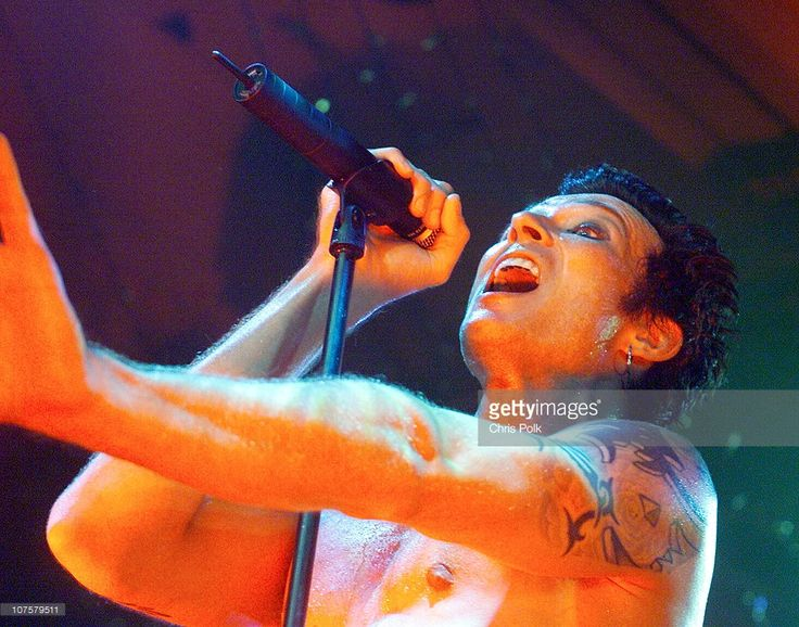 2000, Scott Weiland during Stone Temple Pilots performs at Trump Marina in Atlantic City, NJ, United States.