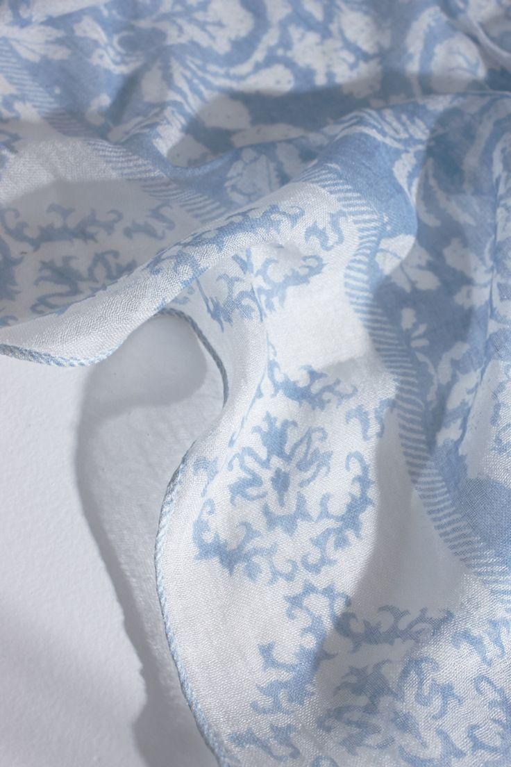 Foulard fino con estampado floral | Adolfo Dominguez shop online