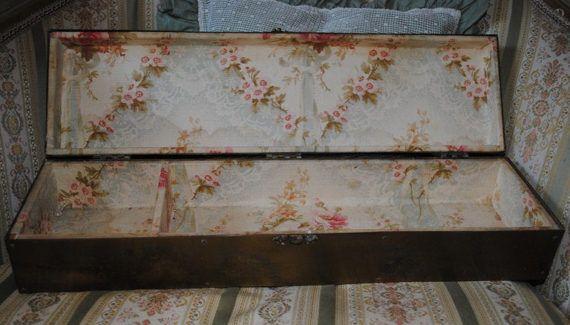 Splendida SCATOLA cofanetto FRANCESE da BOUDOIR in Ottone & Tessuto con Rose
