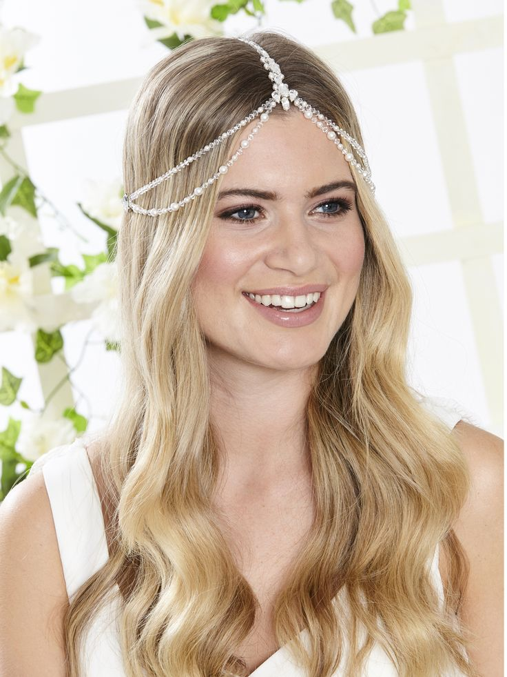 AR546 Titania Pearl and Crystal headpiece. This piece is perfect for a relaxed boho bridal style and outdoor ceremonies... Also great for Gatsby style parties.