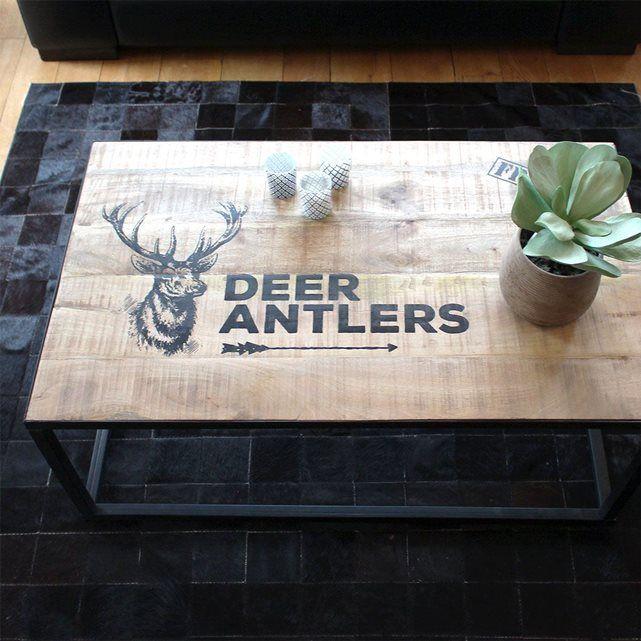 """Cette table basse bois métal pochoir """"Cerf""""va vous séduire. Dimensions (HxLxP) : 40 x 100 x 60 cm. Livraison standard au pied du domicile sur créneau journalier."""
