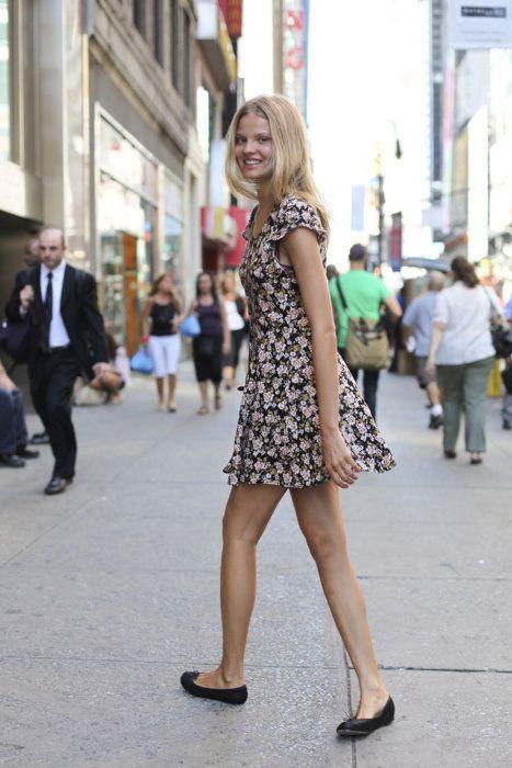 Düz Ayakkabılar ile Daha Uzun Görünmenin Sırrı | Moda Trend Stil