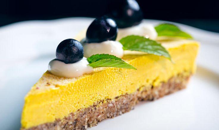 Jste spíše zastánci nepečených dortů z přírodních látek? Připravte si tento lahodný RAW cheesecake! tescorecepty.cz - čerstvá inspirace.