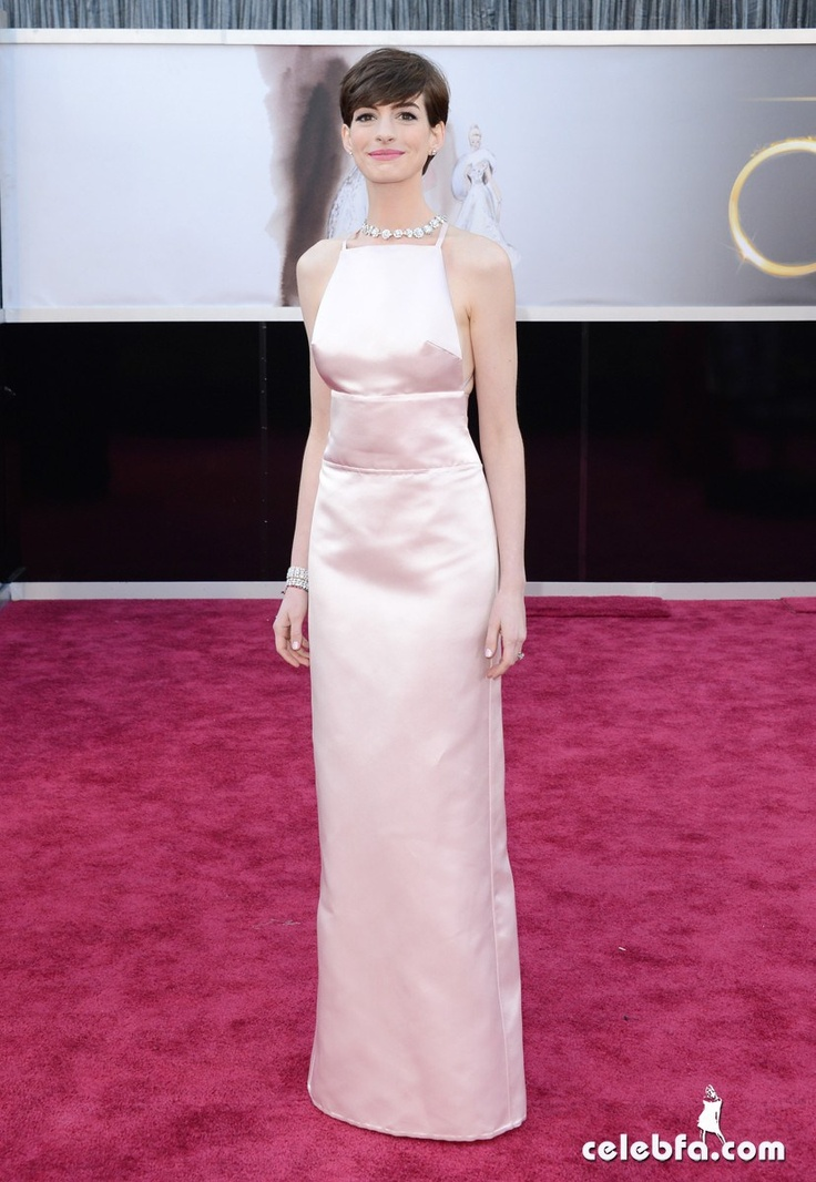 Anne Hathaway Oscars 2013 Red Carpet
