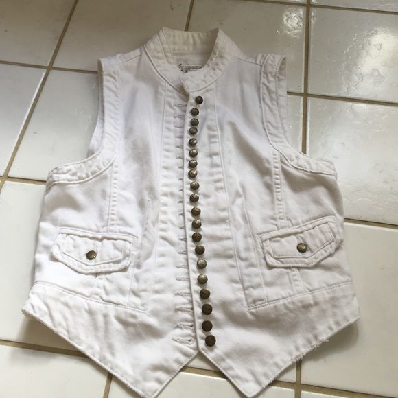 Current/Elliott white Jean vest natural size 1 This item is in pre-owned very good condition Current/Elliott Tops Blouses