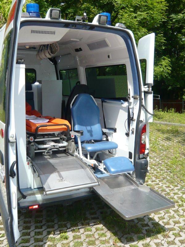 Aranyszív Ambulance - Betegszállítás: http://telefonkonyv.hu/media/78/78/09/65/00/mento.JPG