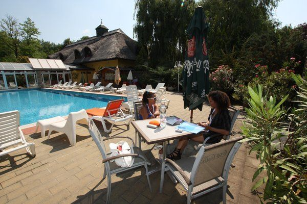 Volunteer and stay for FREE at beautiful resorts | Go Overseas