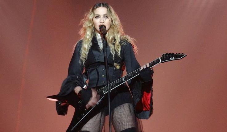 Lourdes Leon a bien grandi et nous le fait savoir durant le concert de sa mère, Madonna. Bière à la main, la jeune femme s'amuse avec ses amis et attire l'œil des médias.