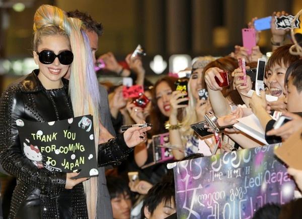 Giappone in delirio per l'arrivo di Lady Gaga, protagonista di tre concerti nel Sol Levante