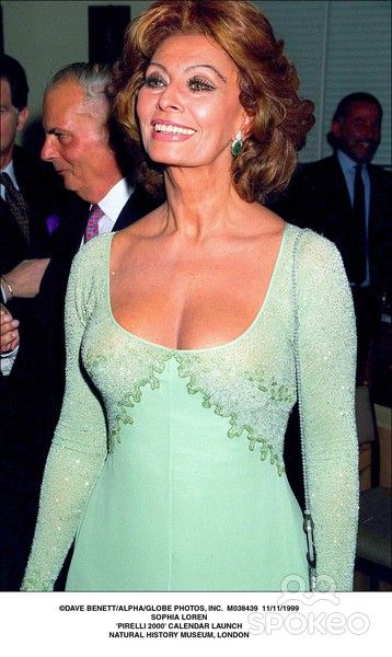 11/11/1999 Sophia Loren 'Pirelli 2000' Calendar Launch Natural History Museum, London