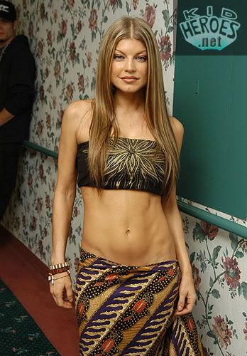 fergie's abs   BEP's Fergie - Another shot -- look at the ... Fergie S