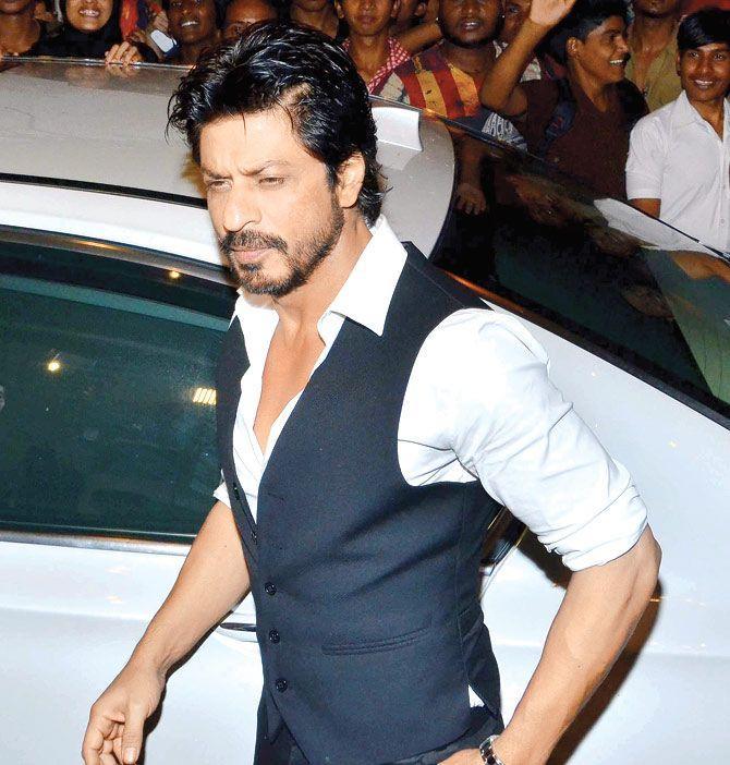 Shah Rukh Khan: Electronic media creates a hero or villain every day