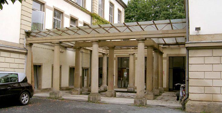 """Staatliche Hochschule für Bildende Künste (Städelschule) Frankfurt am Main """"Staedelschule Eingang"""" von Artmax - Eigenes Werk. Lizenziert unter CC BY 3.0 über Wikimedia Commons."""